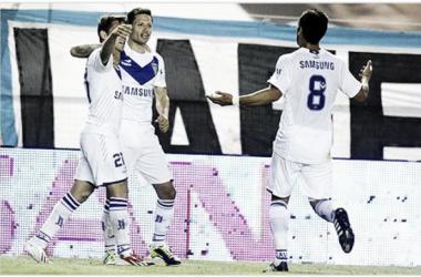 Mauro festeja junto a sus compañeros el tanto de la victoria. Foto: A puro gol.