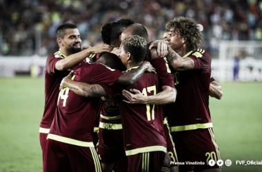 La selección celebra uno de los goles que marcó ante Perú / Foto: Prensa FVF