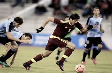 Ronaldo Peña ante Uruguay en el Sudamericano sub 20. FOTO: Vinotinto
