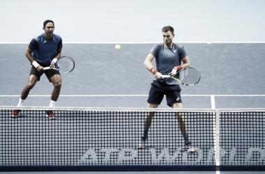 Raven Klaasen y Michael Venus en acción durante un partido en las Nitto ATP Finals. Foto: GETTY IMAGES