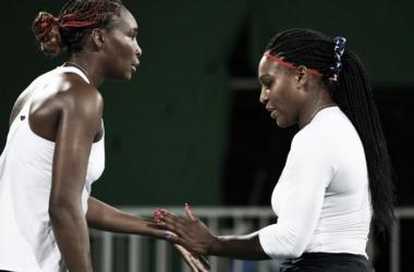 Venus y Serena Williams durante un partido de dobles en los pasados Juegos Olímpicos de Río. Foto: zimbio.com
