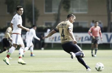 Darío Verón, defensa central de los Pumas en partido de preparación. | (Foto: Pumas)