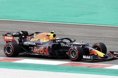 Verstappen se impuso a los dos Mercedes en los libres 3. Vía: Formula 1 en Twitter.