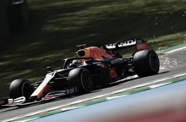 Max Verstappen durante los FP1. Fuente: Red Bull