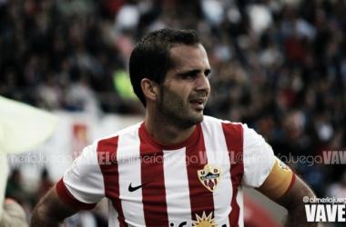 Verza, durante un partido con la UD Almería en su primera etapa como rojiblanco. (FOTO: @Almeriajuega - VAVEL)