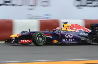 Vettel surnage