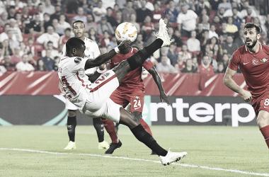 Promes marcando en el encuentro contra los turcos | Foto: Sevilla FC