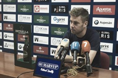 Vicente en rueda de prensa | Imagen: UCAM Murcia CF