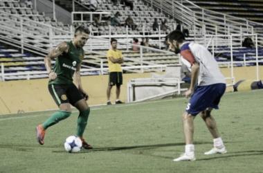 Salazar encara con pelota dominada. // Foto: CARC Oficial.