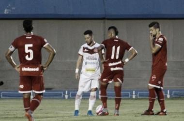 Reis faz belo gol de falta, e Vila Nova vence a Anapolina no Serra Dourada