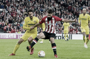 Asier Villalibre forcejeando con Dani Parejo // Foto: Athletic Club