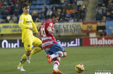Imagen de uno de los últimos enfrentamientos entre Villarreal CF y Granada CF | Foto: MJ Segovia - VAVEL.com