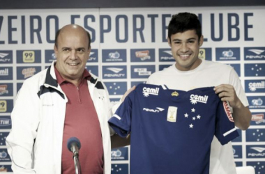 Vinícius Araújo é apresentado no Cruzeiro e promete empenho ao torcedor celeste