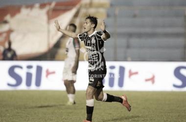 Vital marcou o terceiro gol do Timão (Foto: Agência Corinthians)