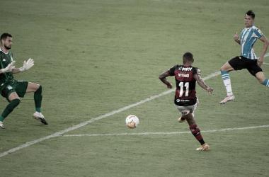 Brincou de perder gols: Flamengo desperdiça chances claras e paga caro
