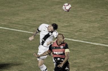 Com golaço de Pablo Siles, Vitória afunda Ponte Preta e deixa zona de rebaixamento