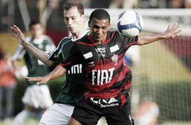 Com técnicos interinos, Vitória recebe o Palmeiras no Pituaçu