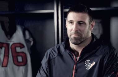 Mike Vrabel en una entrevista como entrenador de LB en Houston. Fuente: Houston Texans