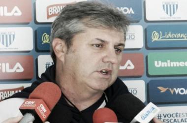 """Kleina lamenta empate com Cruzeiro e garante brigar contra rebaixamento: """"Temos que buscar fora"""""""