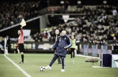 Sampaoli observa concentrado el partido. Foto: Olé