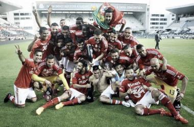 Benfica empata e conta com tropeço do Porto para comemorar 34º título da Primeira Liga