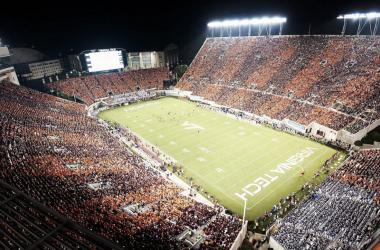 Lane Stadium en el encuentro ante Notre Dame | Imagen: Virginia Tech