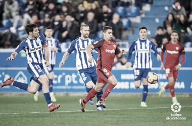 Ben Yedder entre la defensa del Alavés | Foto: LaLiga Santander