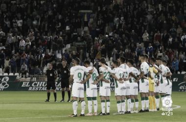 <div>Jugadores del Córdoba guardando un minuto de silencio | Fotografía: La Liga<br></div>