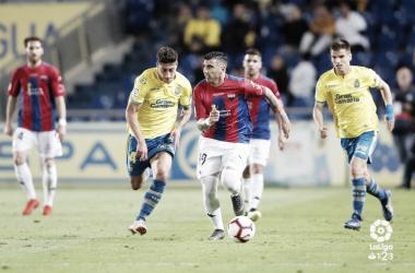 Reyes conduciendo el balón durante el transcurso del partido // Imagen: LaLiga