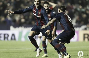 El central Chema celebra el gol que adelanta al Levante en el marcador / Fuente: LaLiga.es