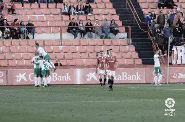 El Extremadura resiste al asedio para vencer en el Nou Estadi