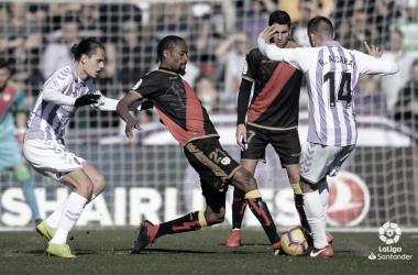 Abdoulaye peleando el balón en el Zorrilla | Foto: Laliga Santander