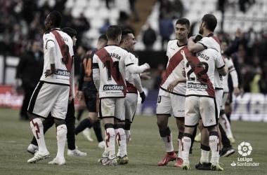 Embarba junto a sus compañeros al final del partido ante el Valencia | Fotografía; LaLiga Santander