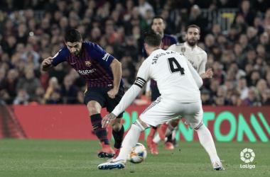 Sergio Ramos y Luis Suarez durante el primer clásico de copa en el Camp Nou. Foto: LaLiga
