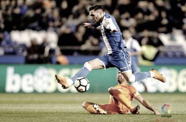 Lucas Pérez en una jugada vs el Málaga. Imagen: La Liga