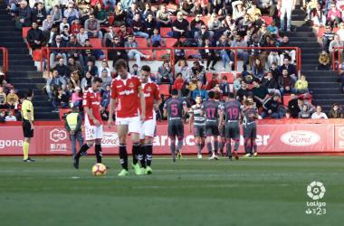 Los jugadores del Granada celebran el tanto ante la desolación del conjunto tarraconense. Foto: La Liga