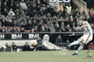 Daniel Wass durante el partido de la primera vuelta entre Valencia y Celta de Vigo. Fuente: LaLiga Santander