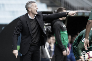Escribá dirigiendo al Celta frente al Betis de Setién. | Fuente: LaLiga