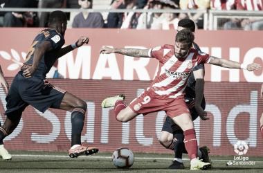 Portu disputa un balón en el Girona - Valencia| Fuente: La Liga
