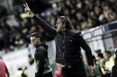 Muñiz da indicaciones en el último partido frente a Las Palmas <vía LaLiga.es>
