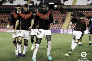Jugadores calentando antes de un partido | Fotografía: La Liga