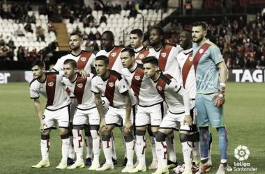 Formación del Rayo Vallecano antes de un partido | Fotografía: La Liga