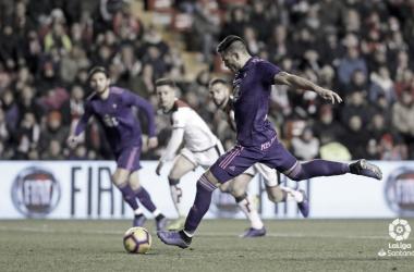 Maxi Gómez a punto de lanzar un penalti. | Fuente: LaLiga