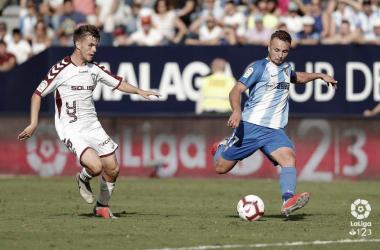 Ontiveros busca un disparo lejano en el partido de ida (Málaga 2-1 Albacete) | Foto: LaLiga