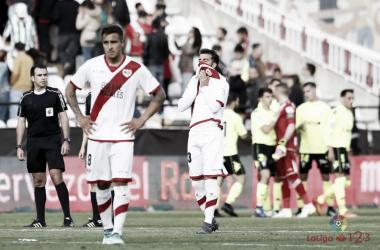 Jugadores del Rayo Vallecano lamentando una derrota | Fotografía: La Liga