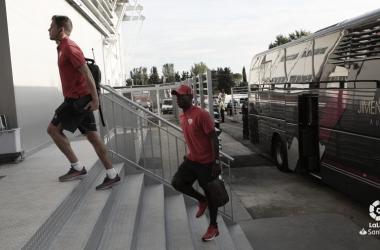 Advíncula llegando a El Alcoraz | Fotografía: La Liga