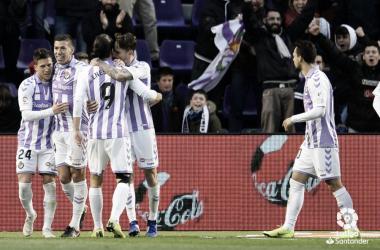 Los jugadores del Real Valladolid celebrando uno de los goles. Fotografía: LaLiga Santander