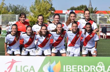 Jugadoras del Rayo Vallecano antes de un partido   Fotografía: La Liga