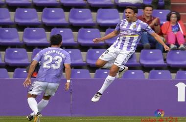 Jaime Mata celebra con Oscar Plano su gol ante el Granada en la 1a vuelta.   Foto: La Liga 123