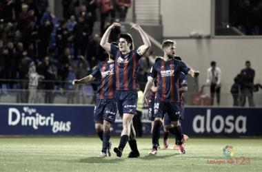 Remontada con victoria final en el Alcoraz frente al Barça B